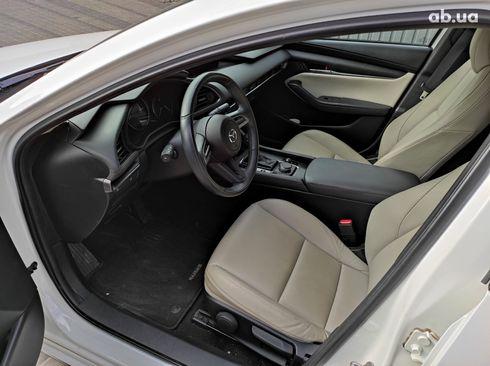 Mazda 3 2019 белый - фото 13