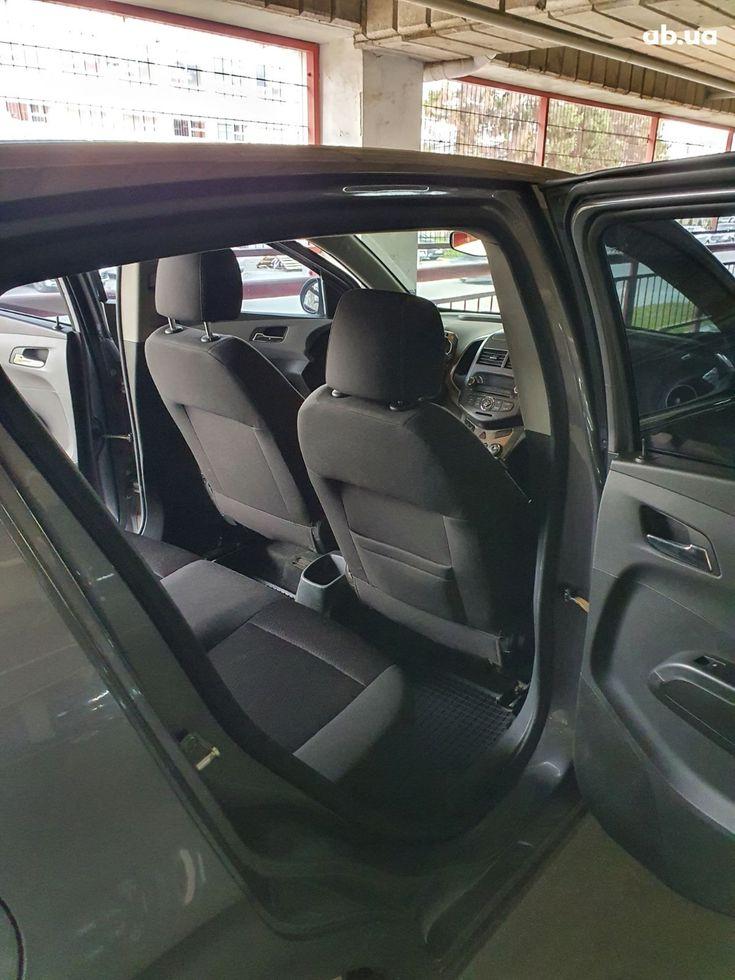 Chevrolet Aveo 2012 серый - фото 7