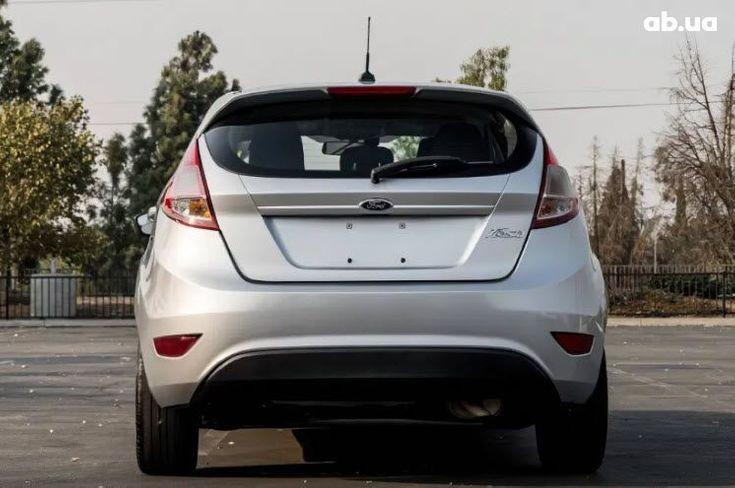 Ford Fiesta 2015 серебристый - фото 4