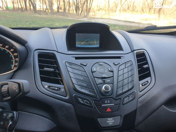 Ford Fiesta 2018 серебристый - фото 10