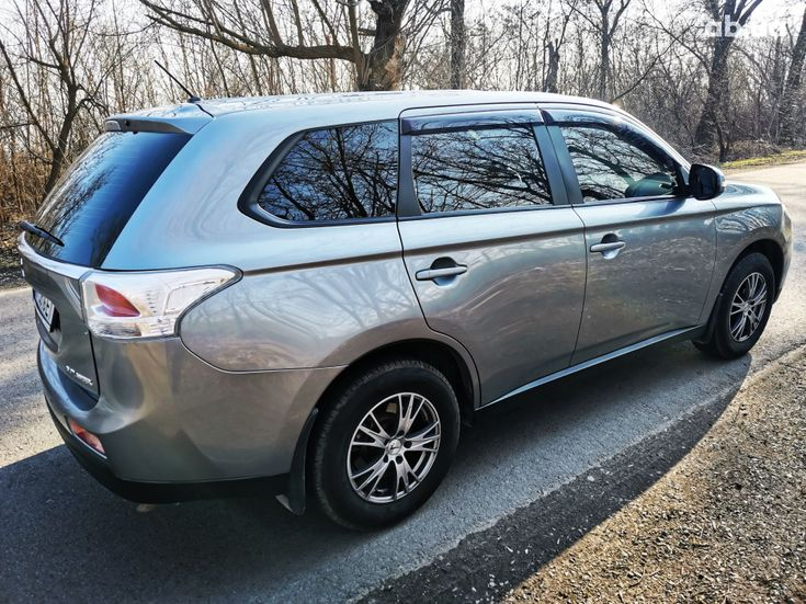 Mitsubishi Outlander 2014 серый - фото 9