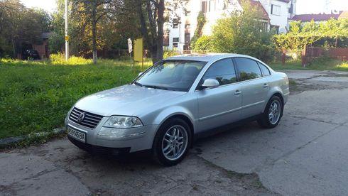 Volkswagen Passat 2003 серебристый - фото 1