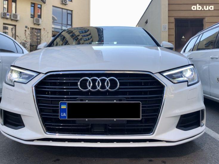 Audi A3 2018 белый - фото 1