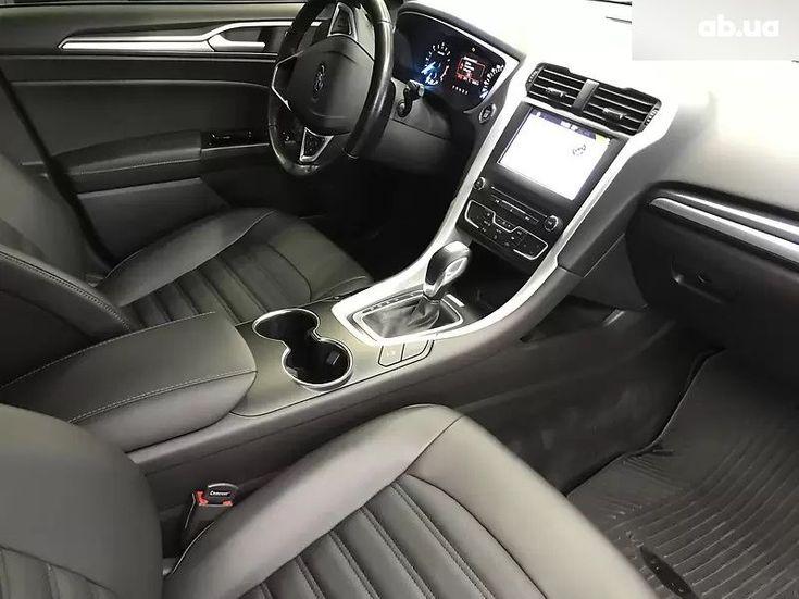 Ford Mondeo 2019 белый - фото 9