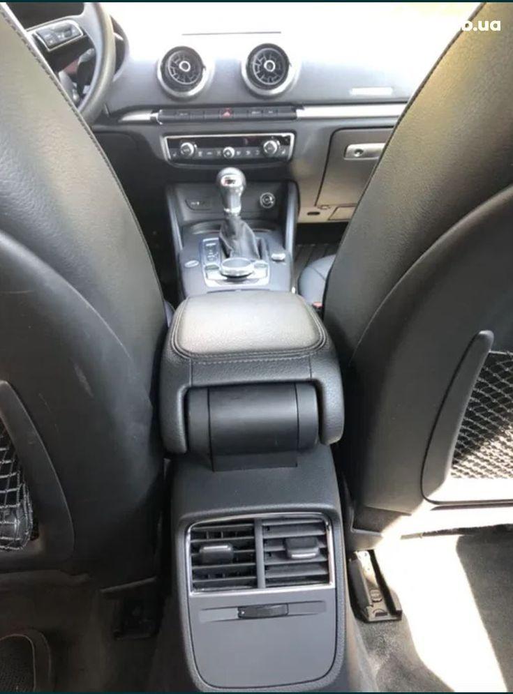 Audi A3 2018 белый - фото 16