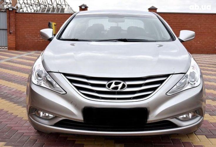 Hyundai Sonata 2011 серый - фото 7