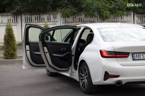 BMW 3 серия 2019 белый - фото 17