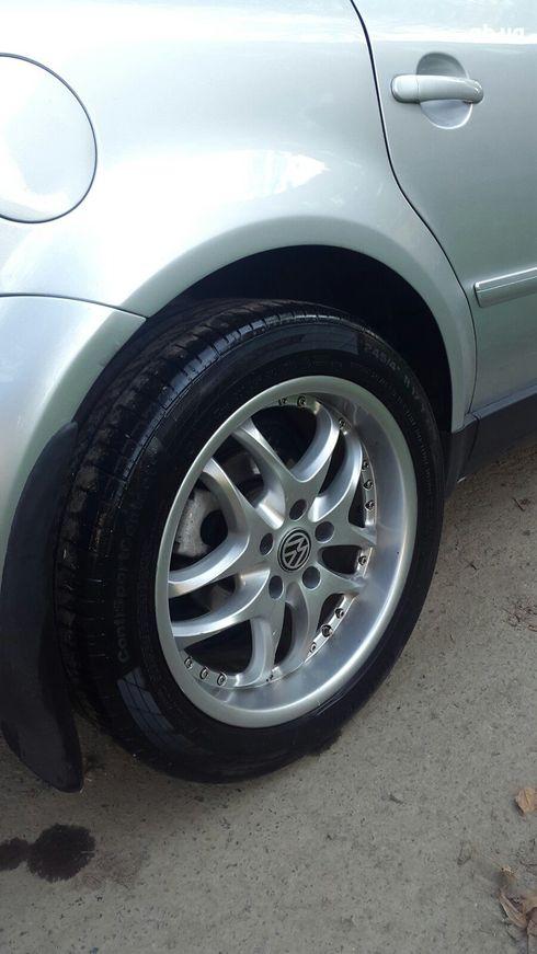 Volkswagen Passat 2003 серебристый - фото 5