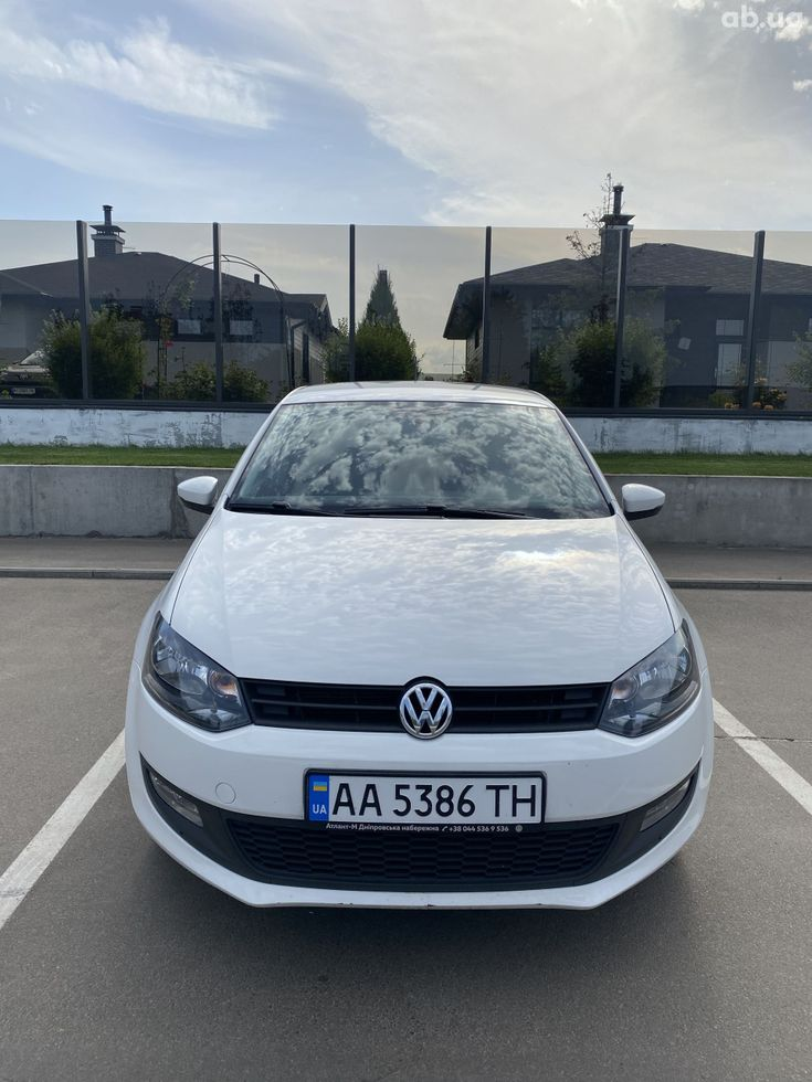 Volkswagen Polo 2013 белый - фото 6