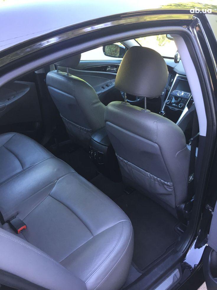 Hyundai Sonata 2011 черный - фото 10