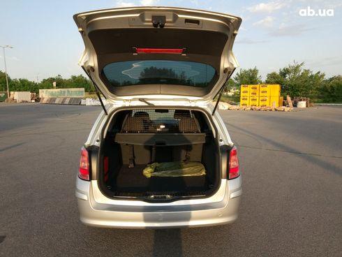 Opel Astra 2007 серебристый - фото 6