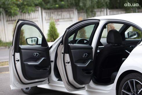 BMW 3 серия 2019 белый - фото 13