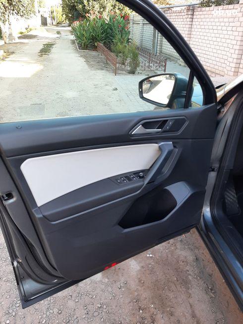 Volkswagen Tiguan 2018 серый - фото 16