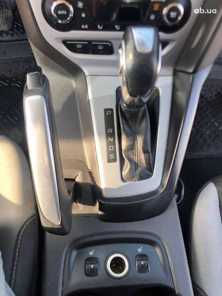 Ford Focus 2012 красный - фото 13