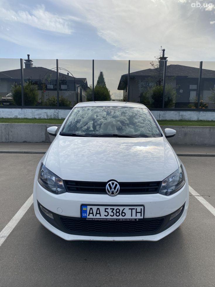 Volkswagen Polo 2013 белый - фото 2