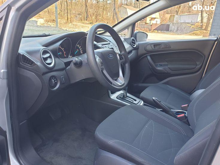 Ford Fiesta 2018 серебристый - фото 7